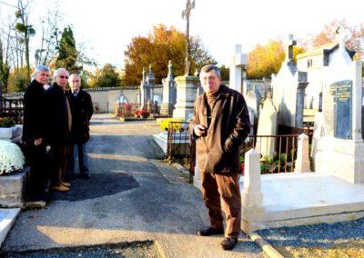 representants commune-neuville-2012-renovation-tombe charles voisin